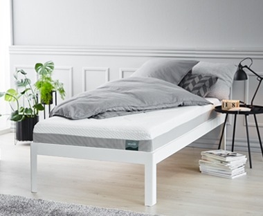 deep luxury mattress with a core of 16 cm high resilience foam and 4 cm pressure-relieving memory foam