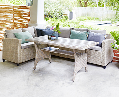 Stylish and comfortable rattan garden lounge sets