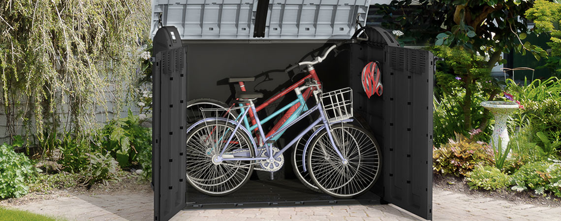 HENNE storage box with room for three bikes