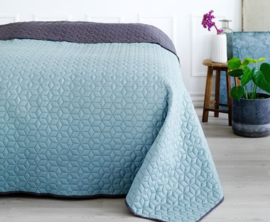 a blue throw for your bedroom and duvet set