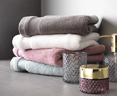 Soft plush cotton bath towels