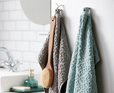 jacquard woven bath and hand towels in assorted colours