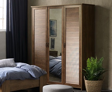 Oak three door wardrobe with mirror