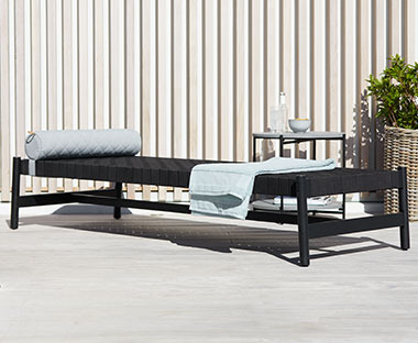 Use this day bed as a sun lounger or extra seating in your garden
