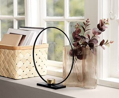 monochrome candle holder circular frame