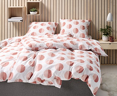 A double duvet cover set 100% cotton with pink and coral circles