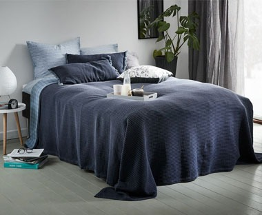 Quality 100% cotton bed throw in dark blue