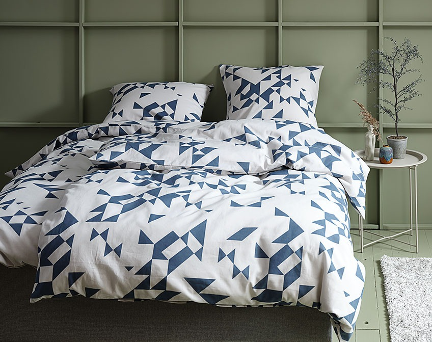 Duvet cover set with a pattern of blue triangles and squares on an off-white background