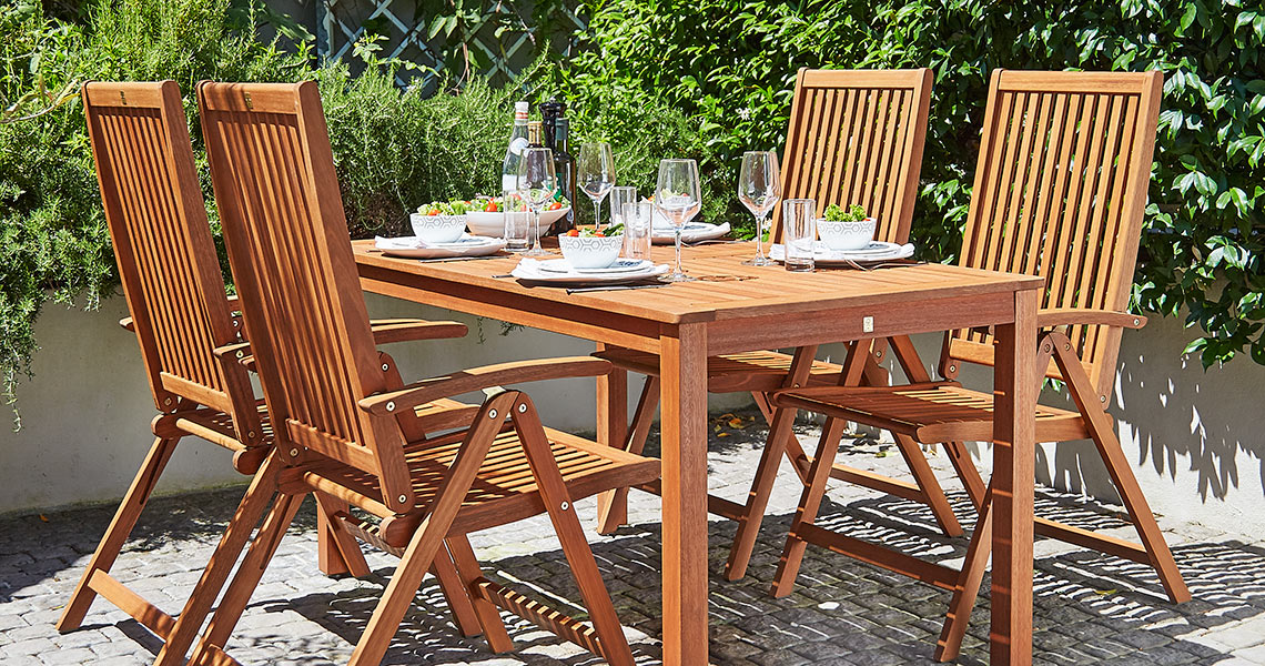 Garden furniture in hardwood
